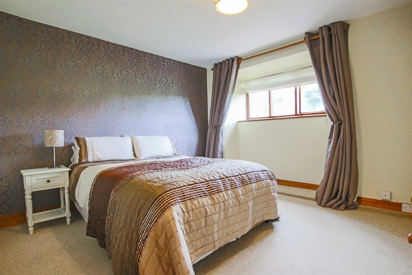 5 Bedroom Barn Conversion For Sale - p026519_18.jpg